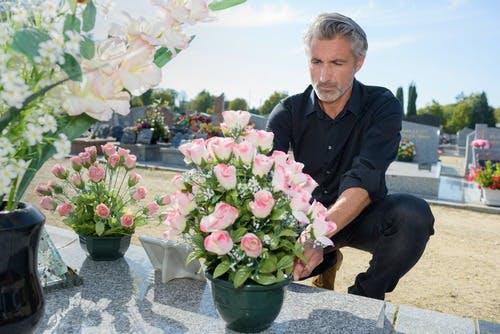 fleurs défunt cimetière
