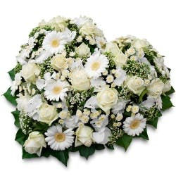 fleurs de deuil blanches en coeur