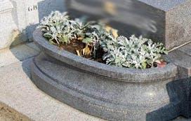 jardinière pierre tombale