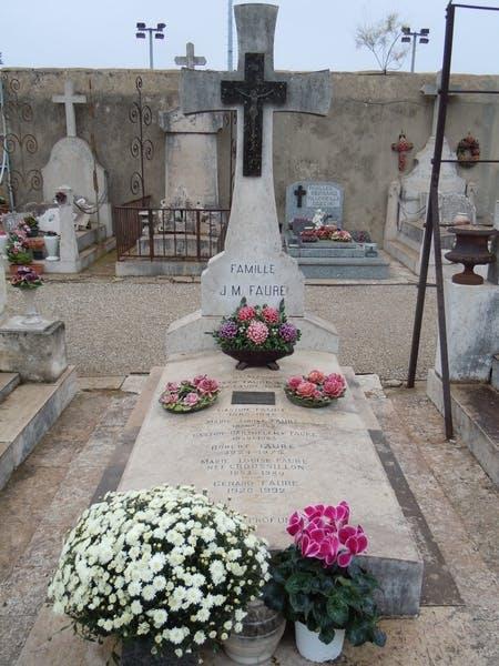 cimetière salon