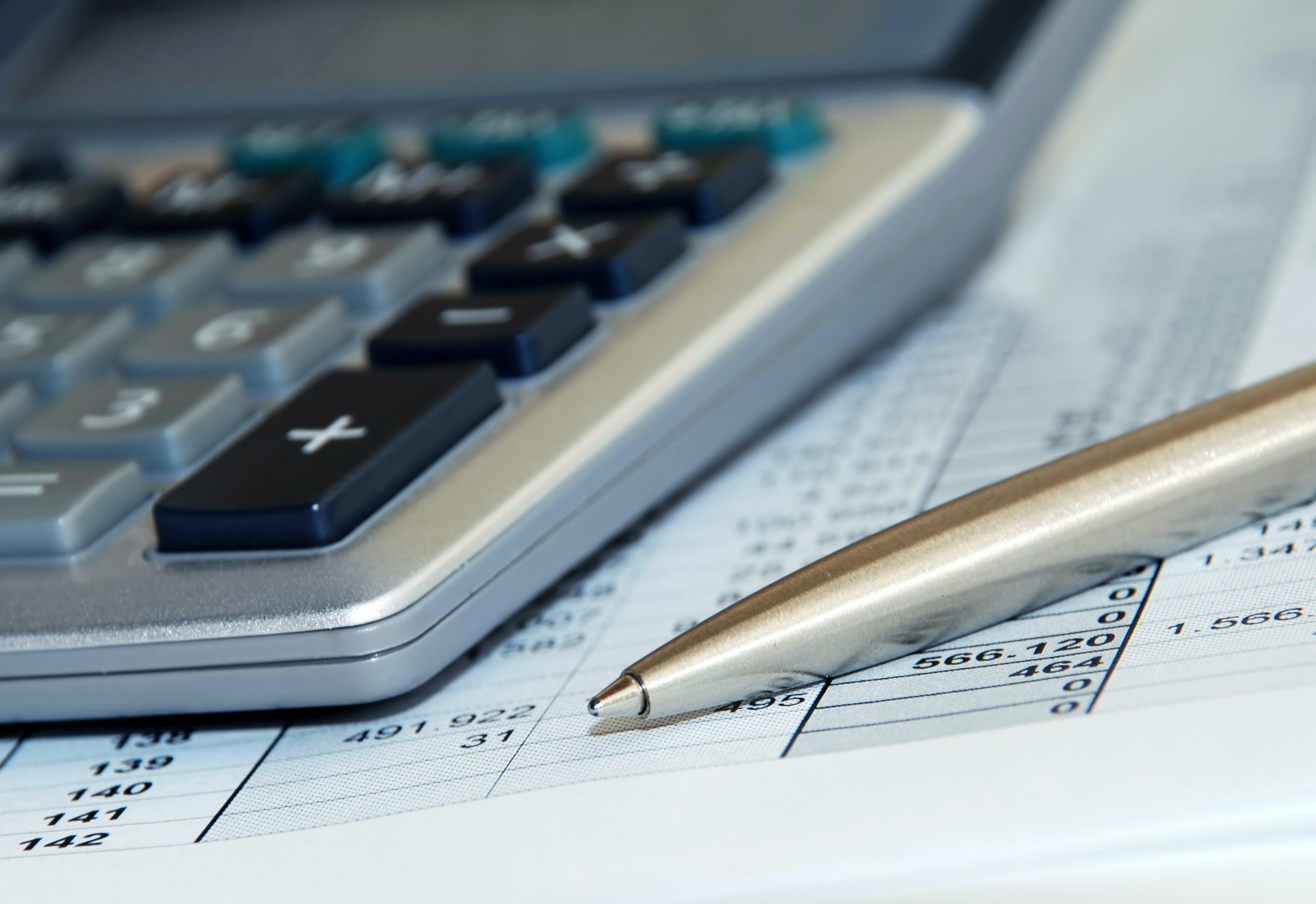 calculatrice et stylo