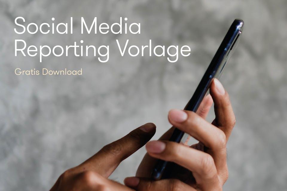 Social Media Vorlage Smartphone in Hand