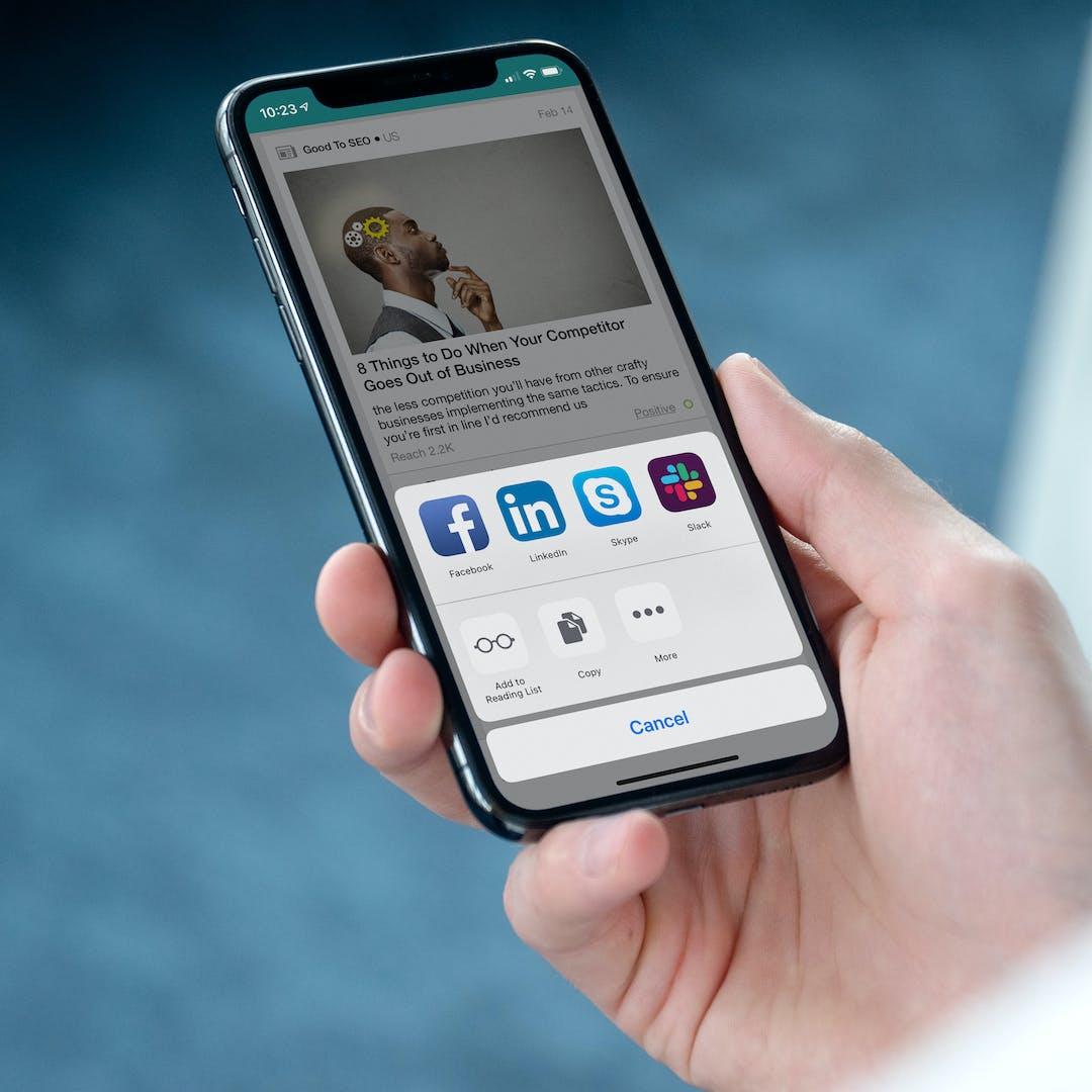 Meltwaterin mobiilisovellus puhelimen näytöllä