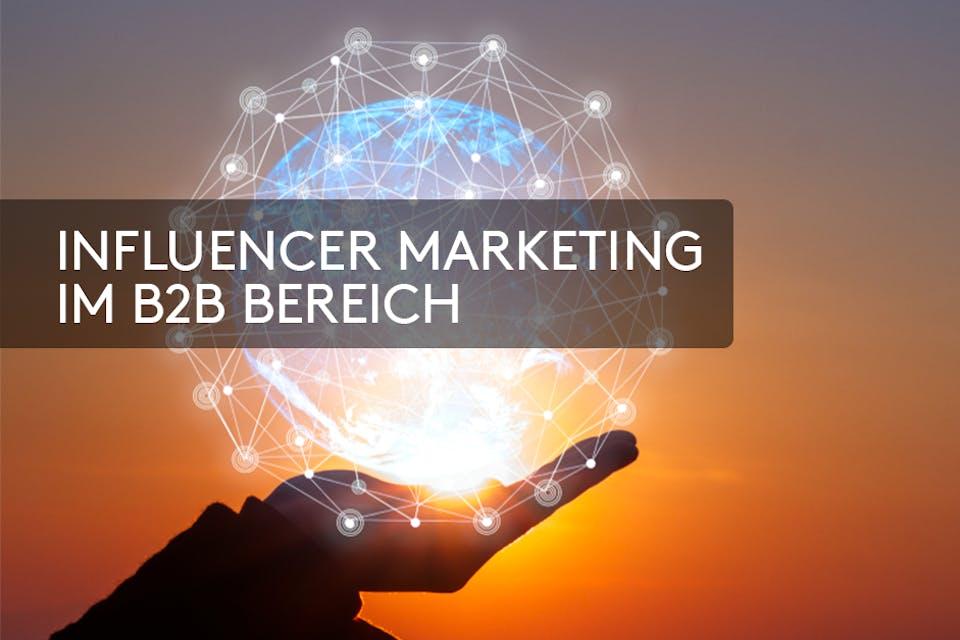 Influencer Marketing B2B Hand vor Sonnenuntergang