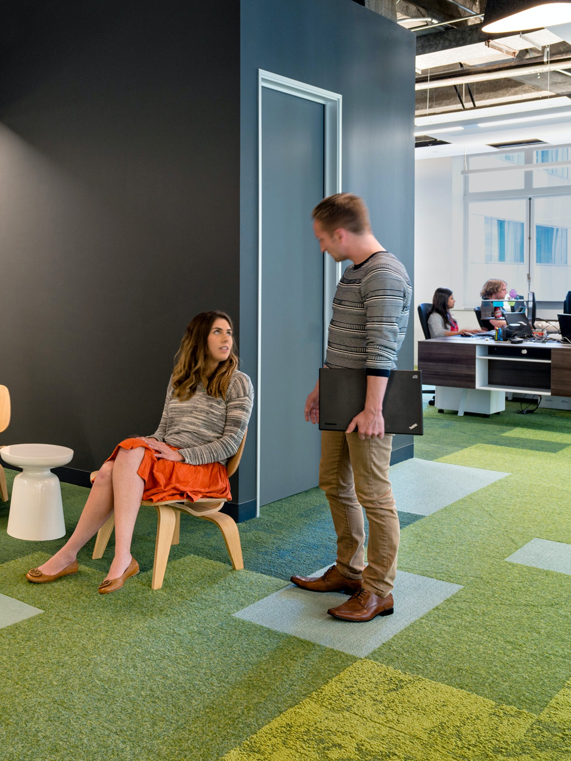 Two coworkers talking at the meltwater office