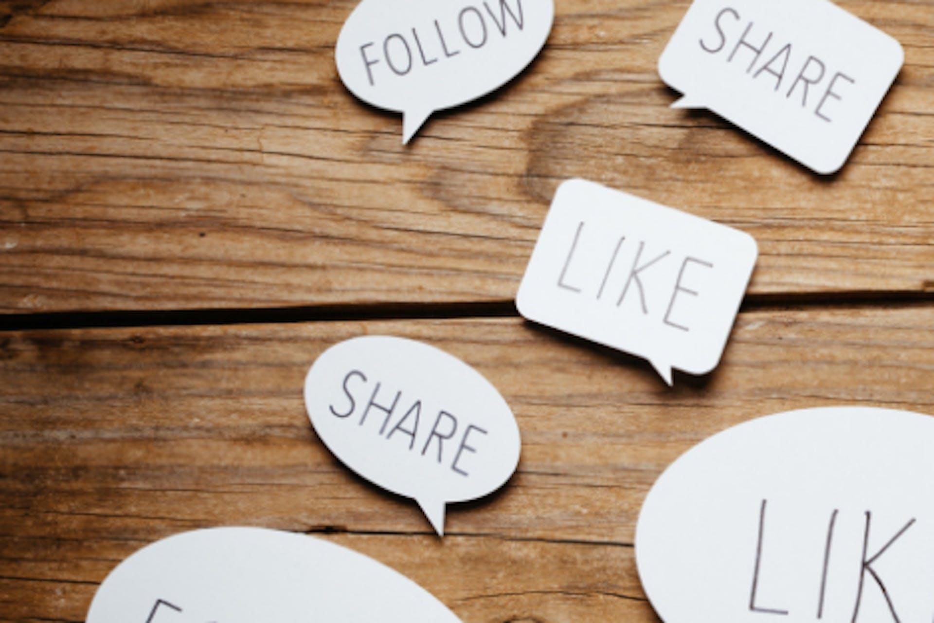 Follow Share Like Sprechblasen Community Management