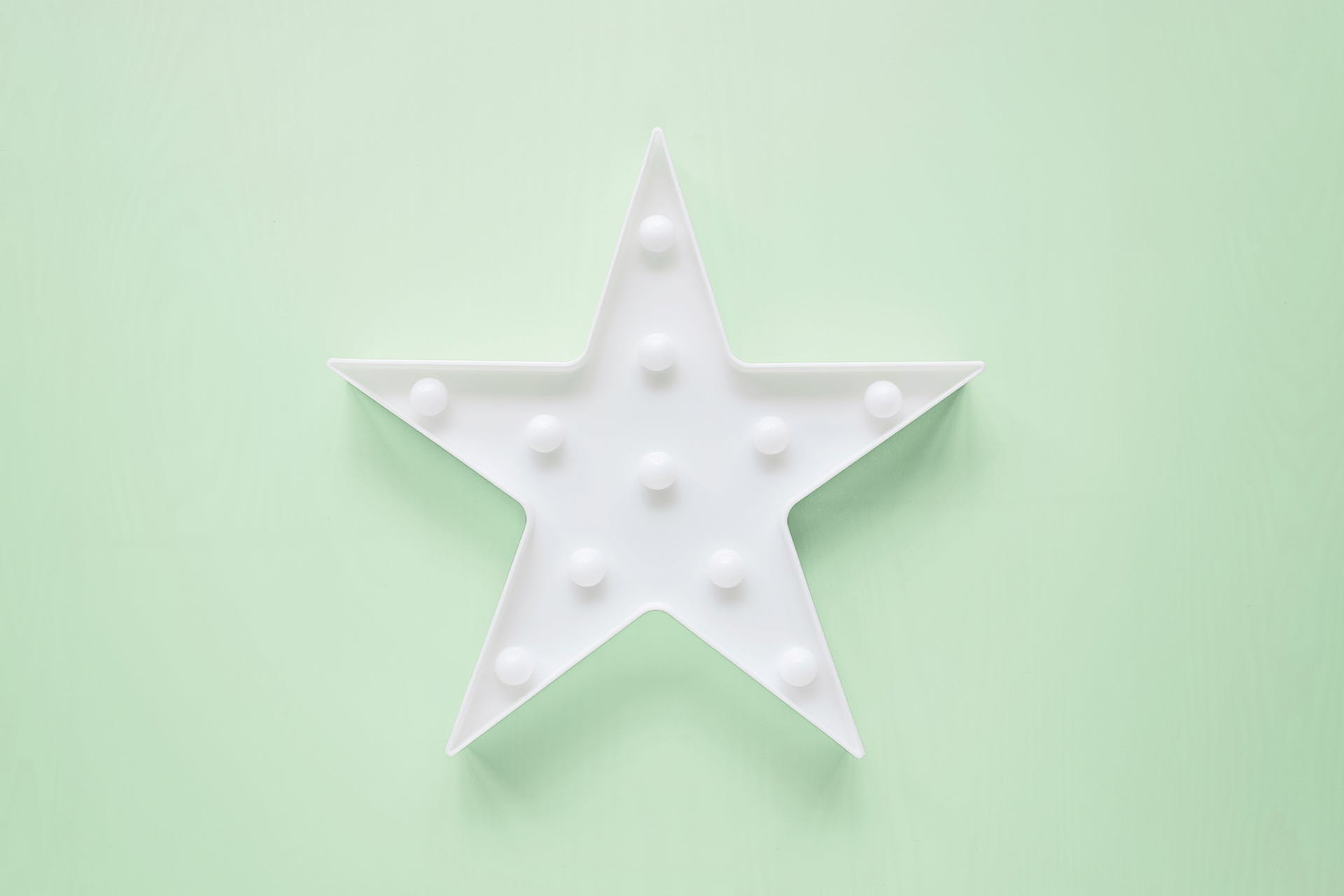 White star on green background. Best social media marketing examples from 2021