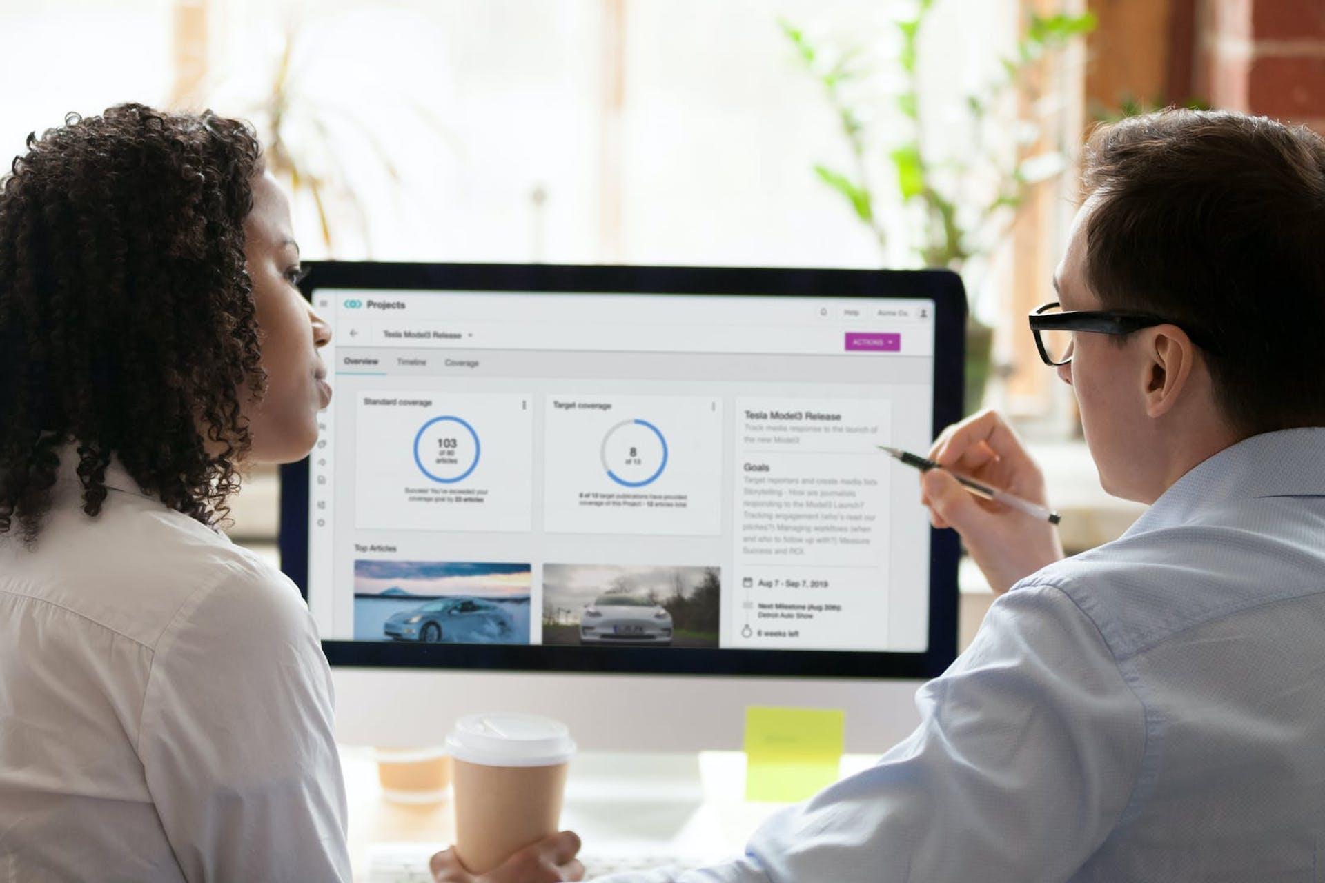 Équipe marketing échangeant sur la transformation digitale