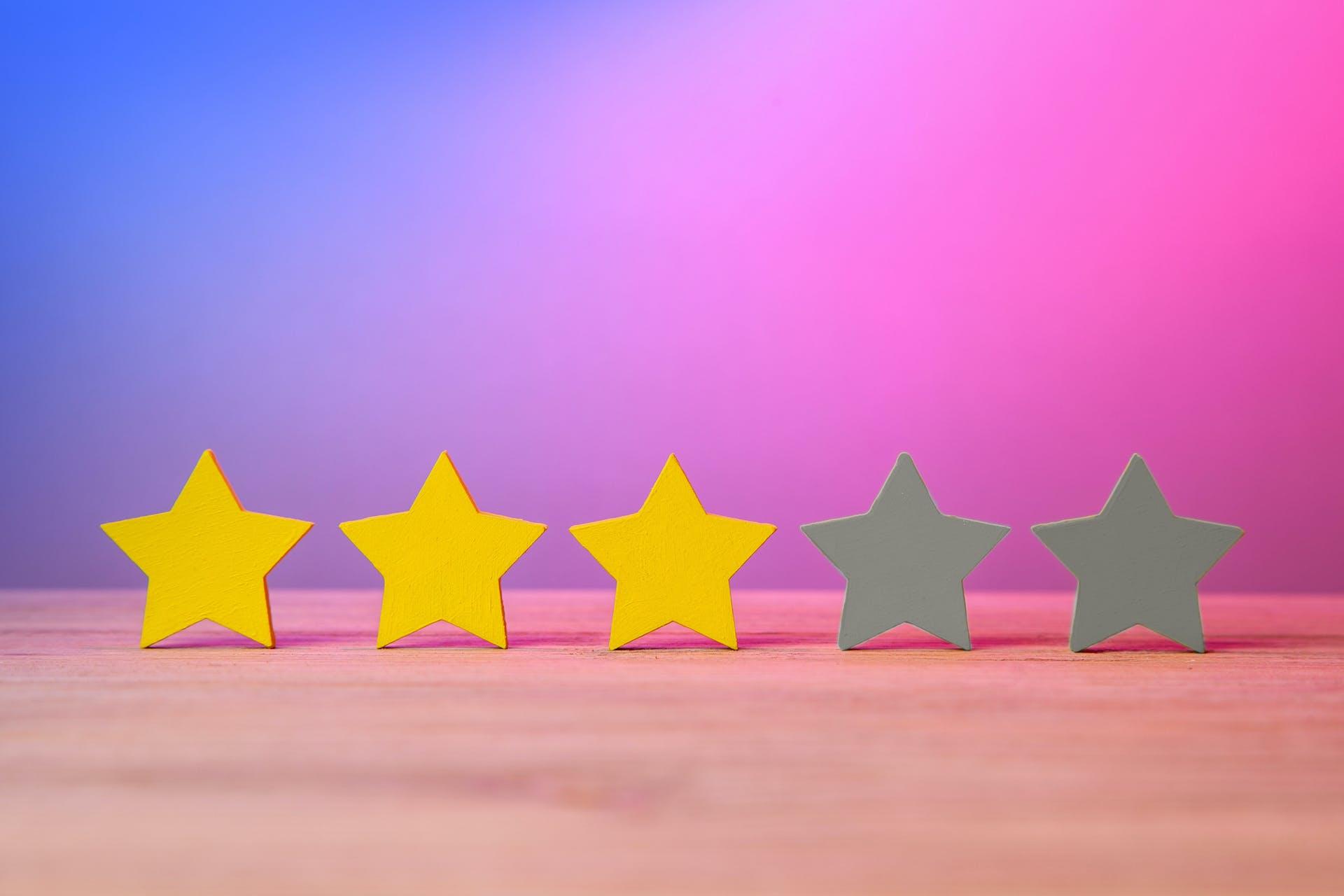 Bewertungssterne ähnlich wie bei einer Jobbewertungsplattform. 3 von 5 Sternen leuchten gelb.