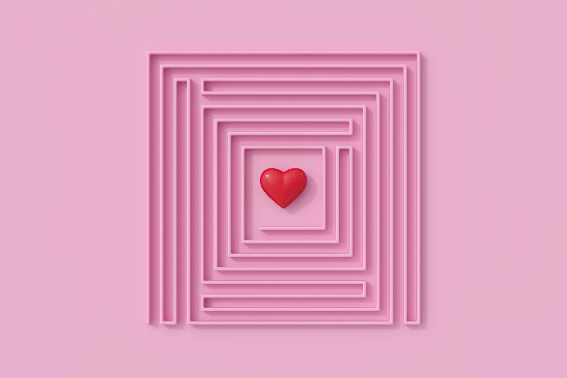 Kuinka hyödyntää brändin puolestapuhujia markkinoinnissa? Kuvassa on labyrintti, jonka keskellä on sydän.