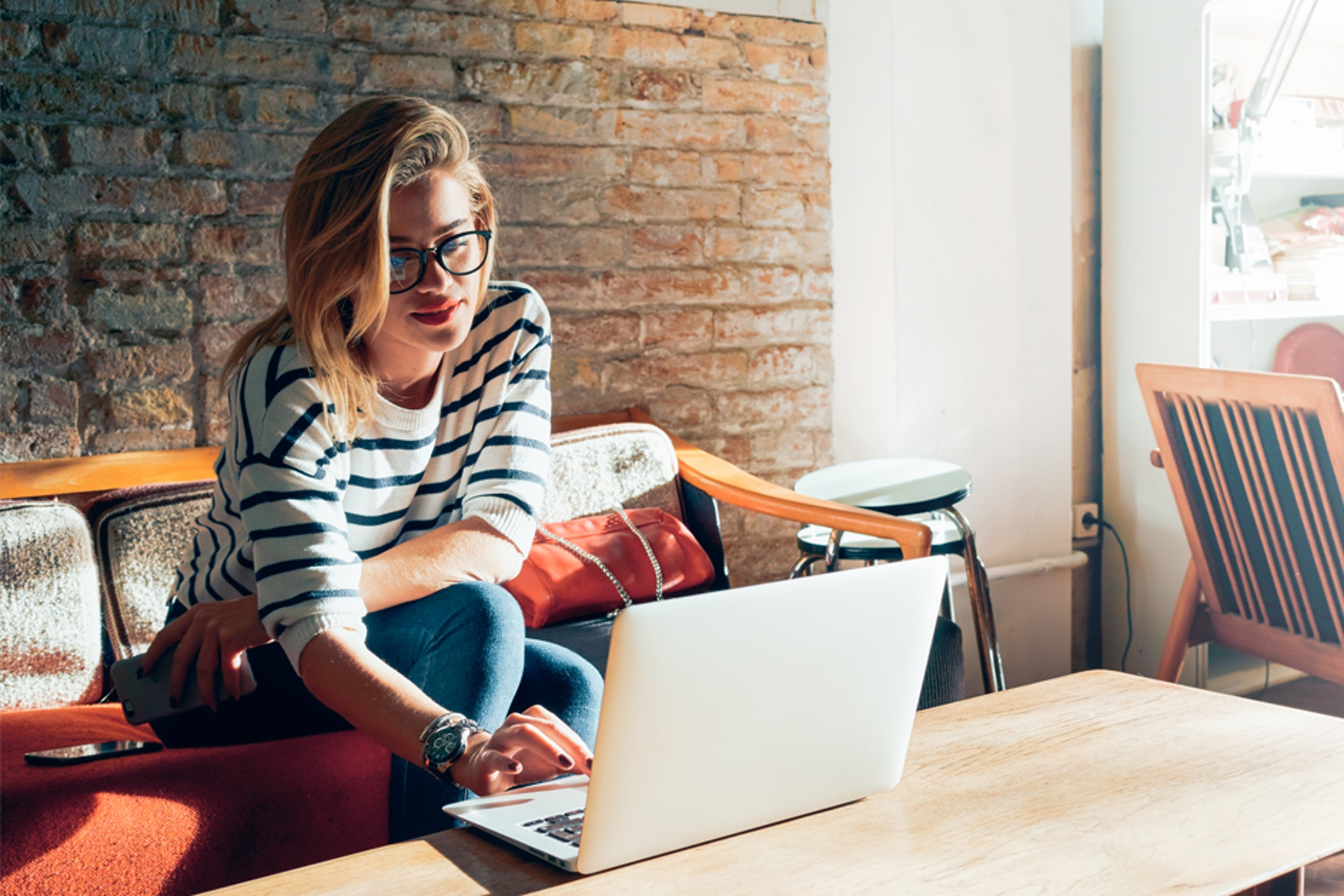 Vaikuttajakampanjoiden merkitseminen Meltwaterin Social Influencers -palvelussa