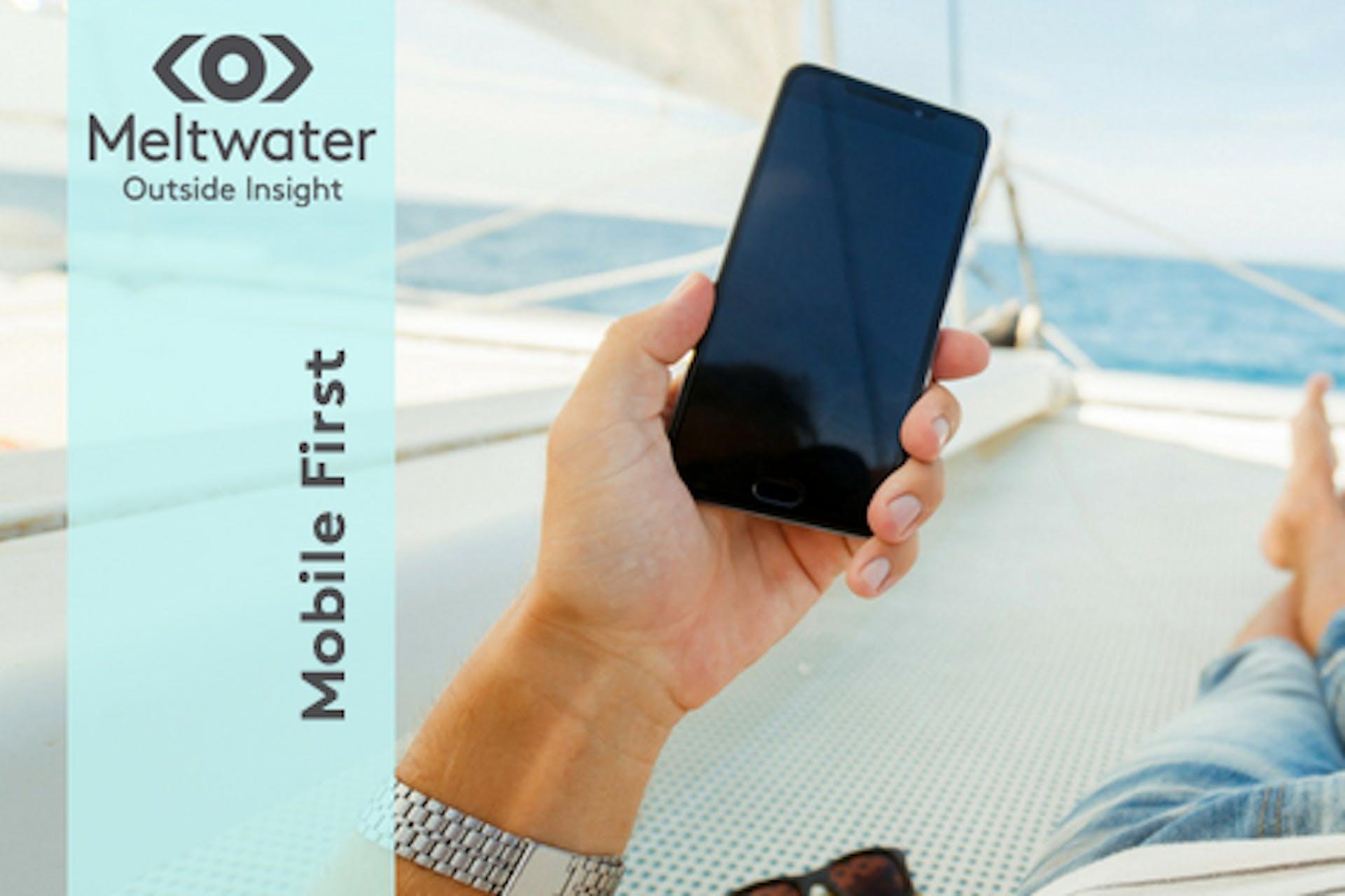 Mobile First Handy auf Yacht