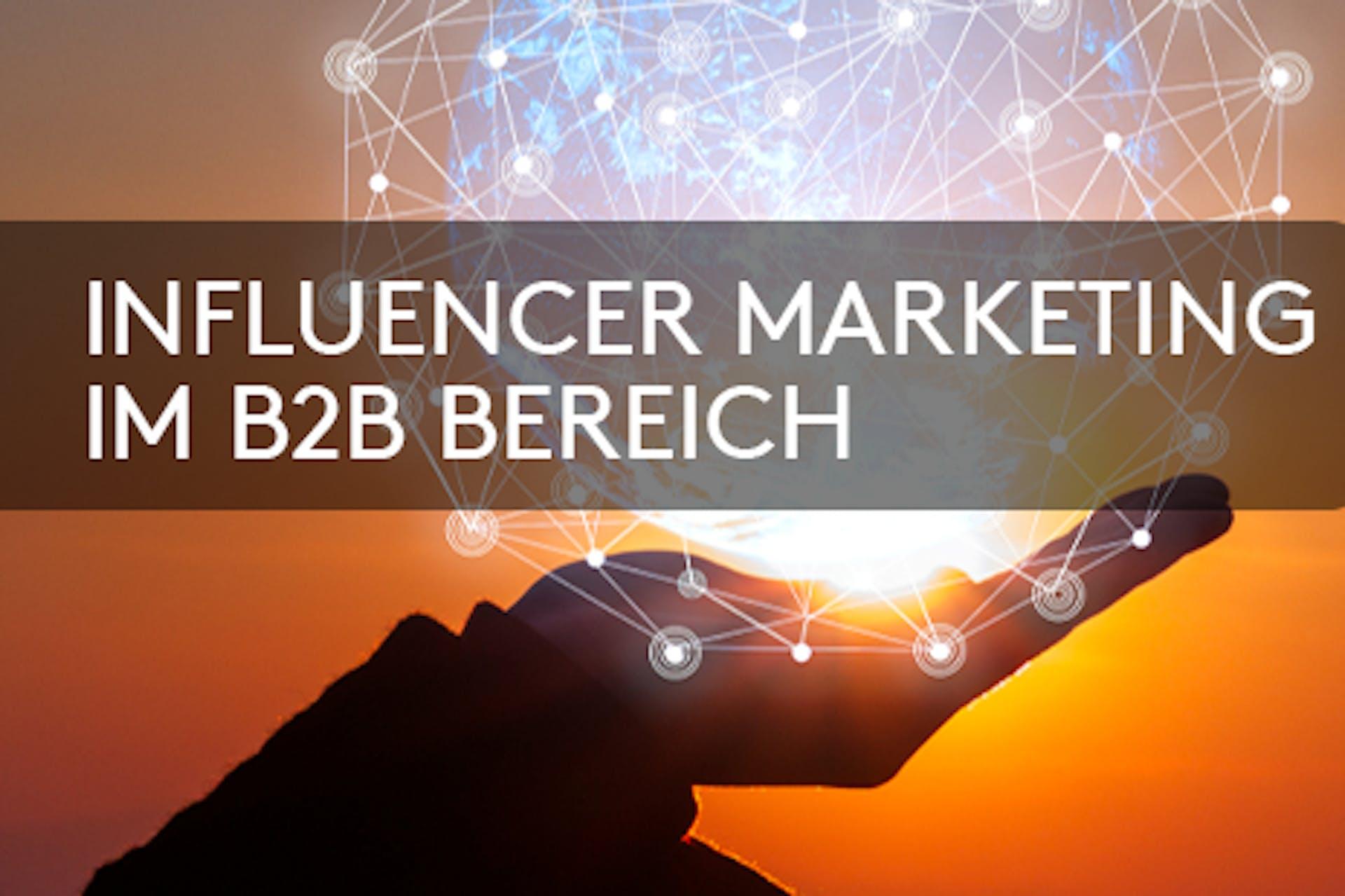 Hand im Sonnenuntergang hält die Sonne Aufschrift Influencer Marketing im B2B Bereich