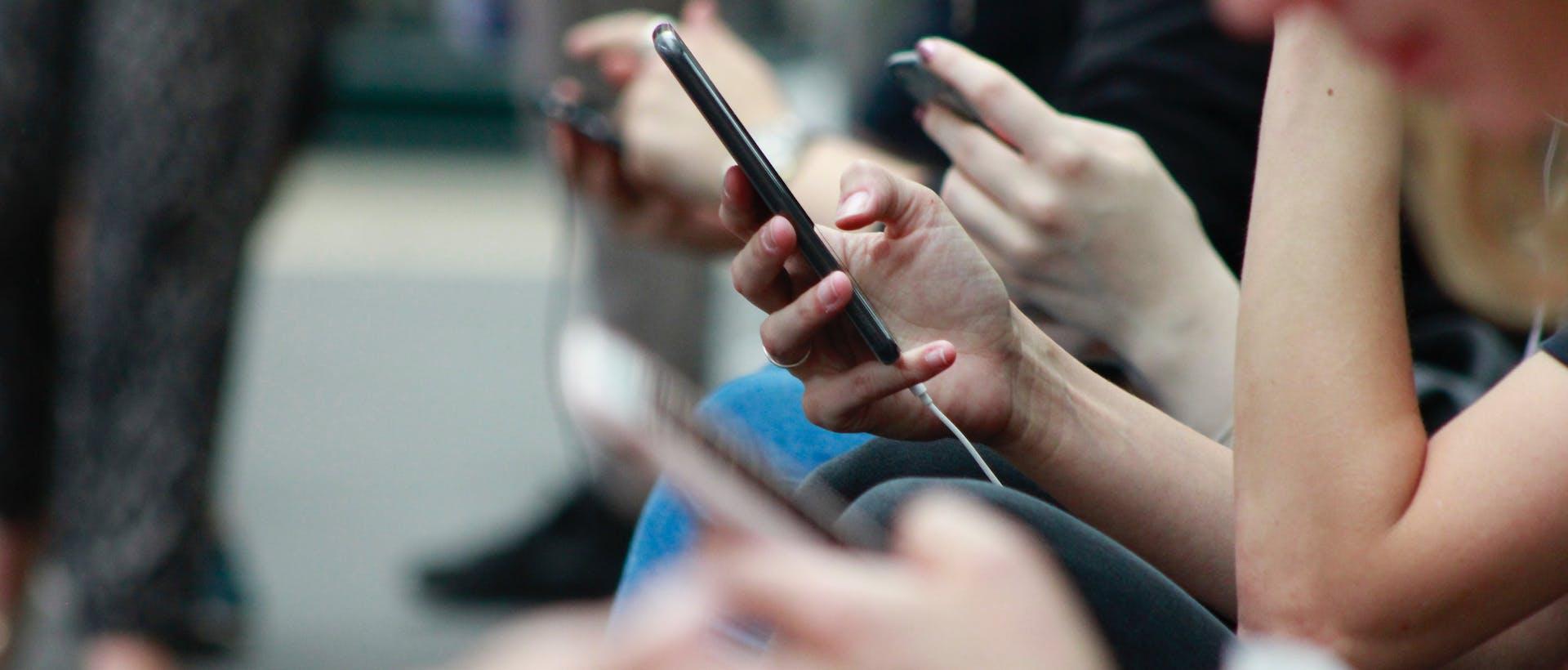 social sharing on mobile phone
