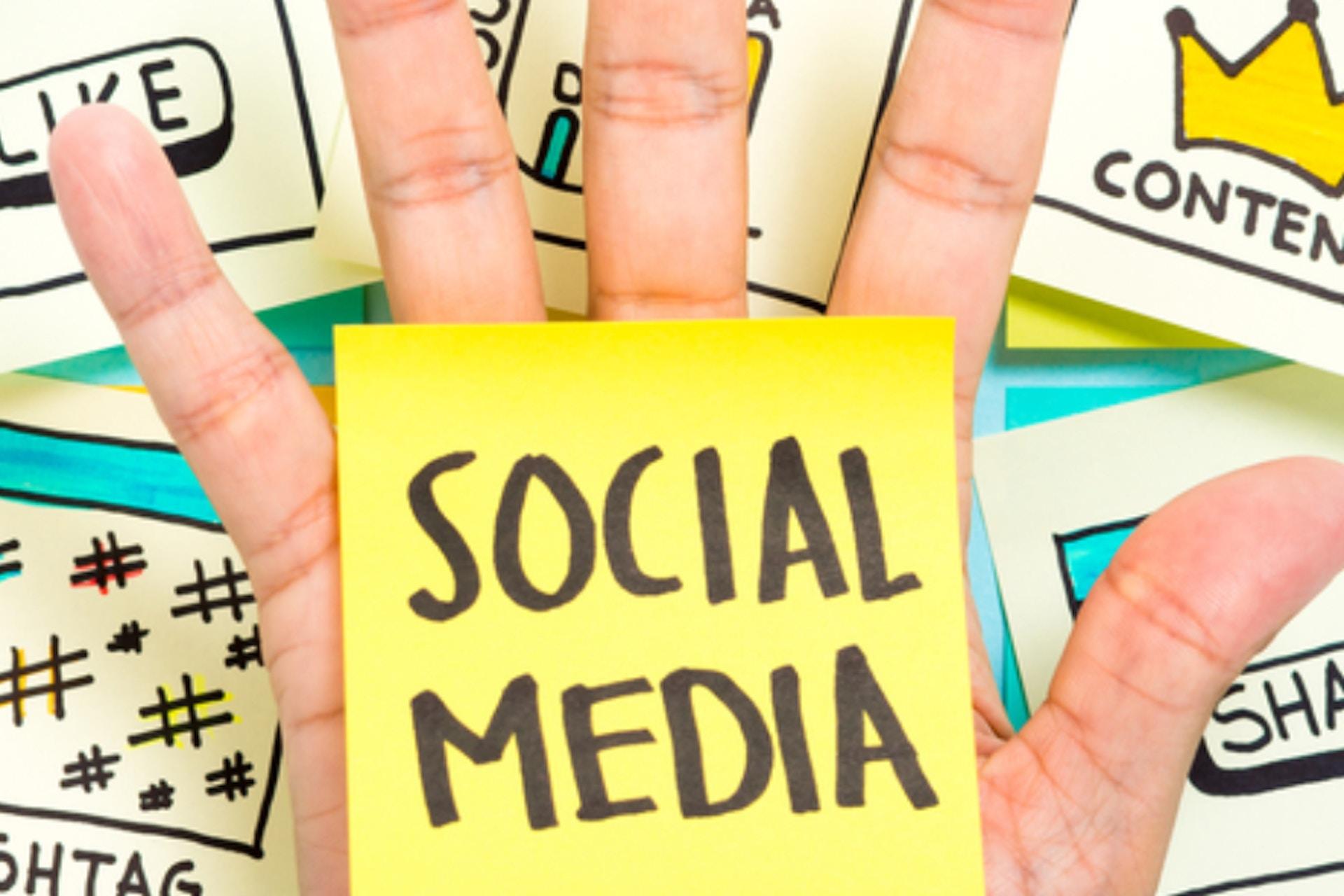facebook vs twitter differences on social media