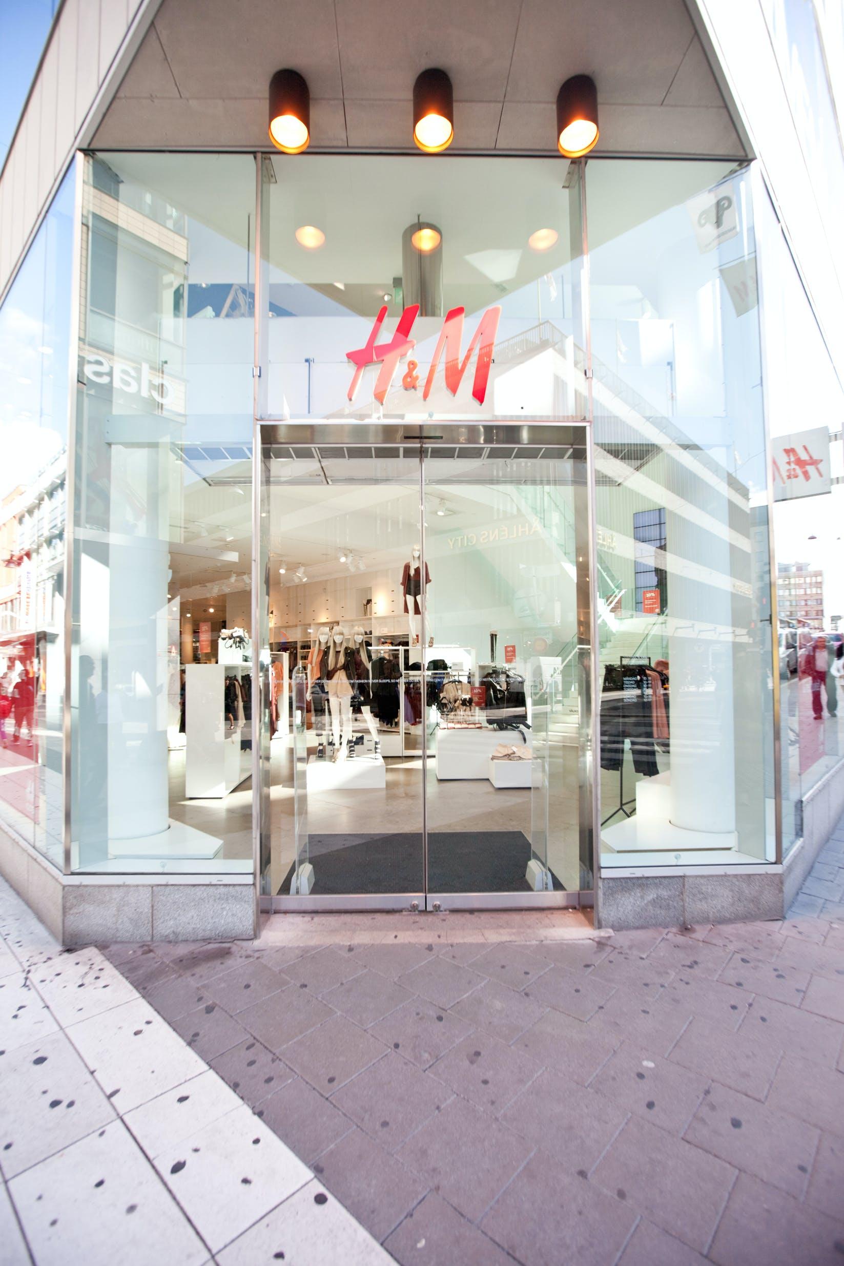 Utsidan av H&M-butiken i Stockholml, Sverige. Copyright: Robert Lindholm