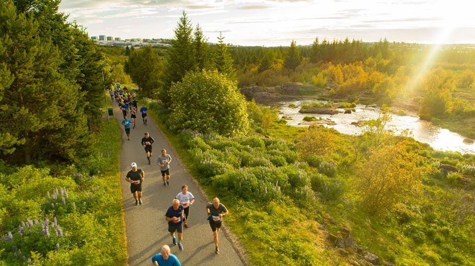 Participants running in the midnight sun in Elliðaárdalur valley