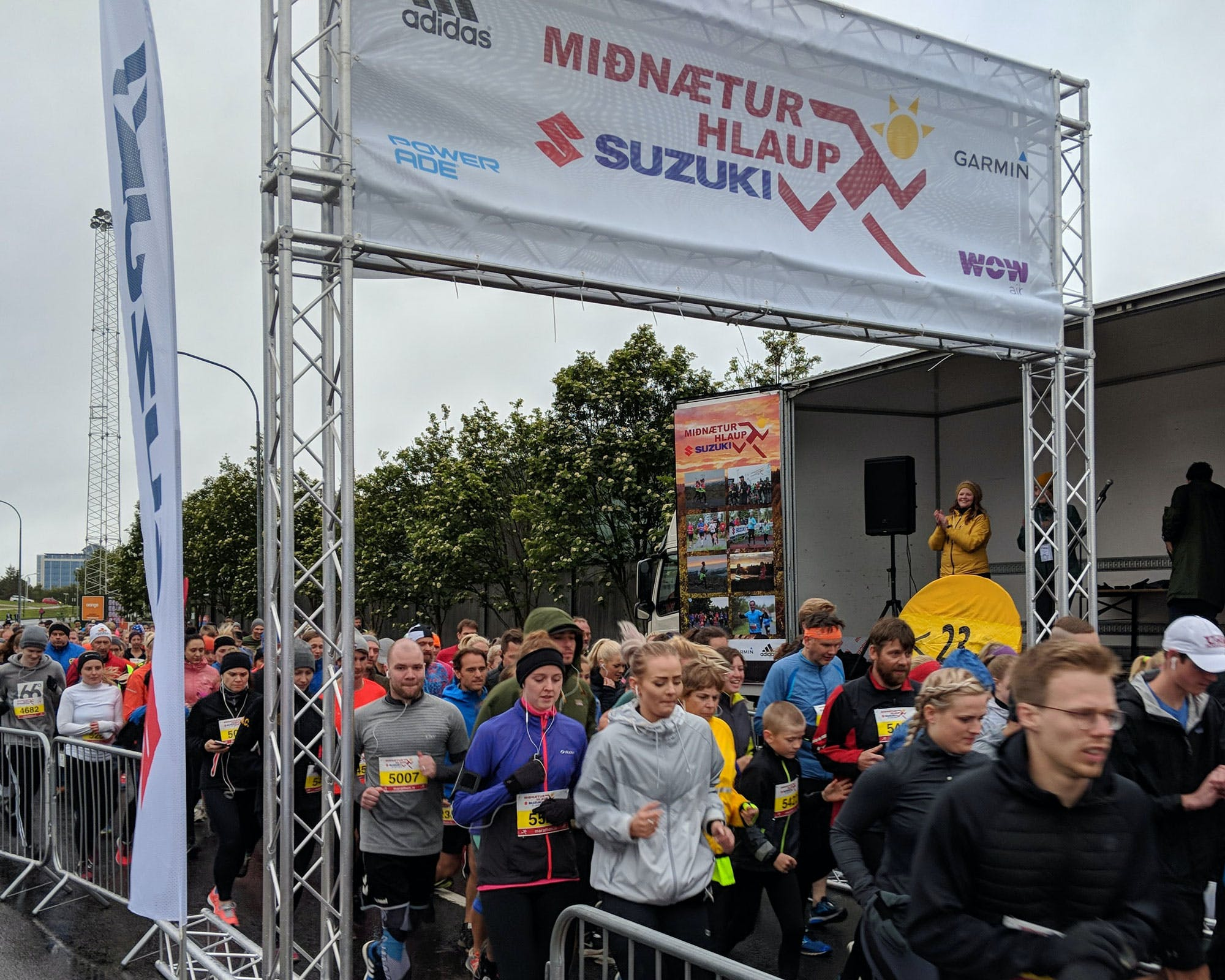 Participants by the start on road Engjavegur
