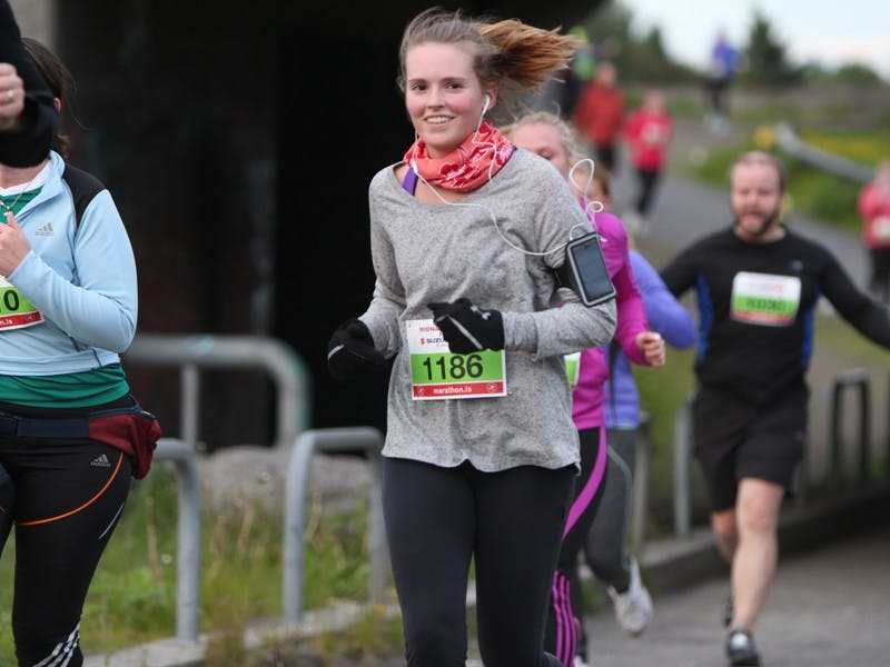 Happy runner in the 10 km race in the Suzuki Midnight Sun Run