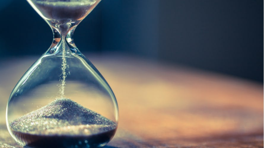 Image of an hourglass