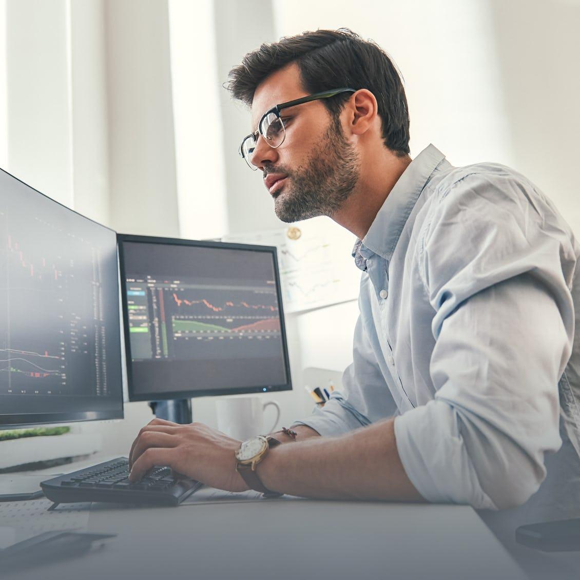 man using computer Moody's interfase