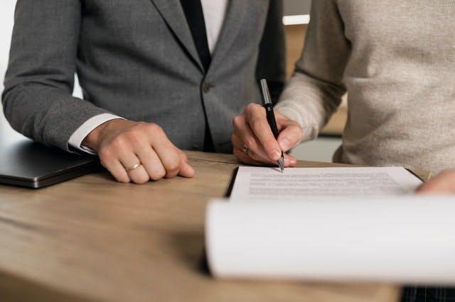 不動産登記はなぜ必要?制度の概要と実施するタイミングを解説