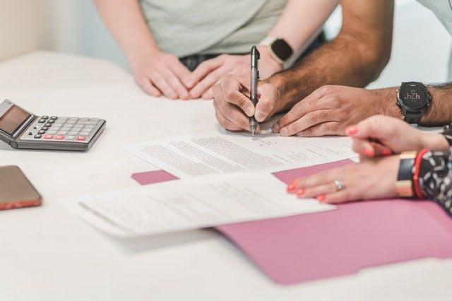 不動産取引で買付証明書を提出する目的とは。作成時の注意点を紹介