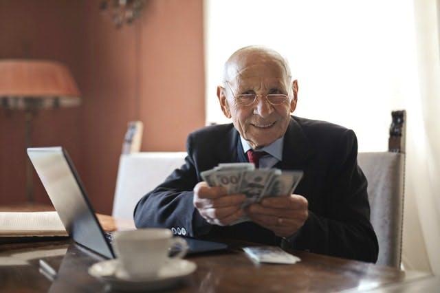 夫婦の老後資金はいくら必要?収支の目安と資金を増やす方法を解説