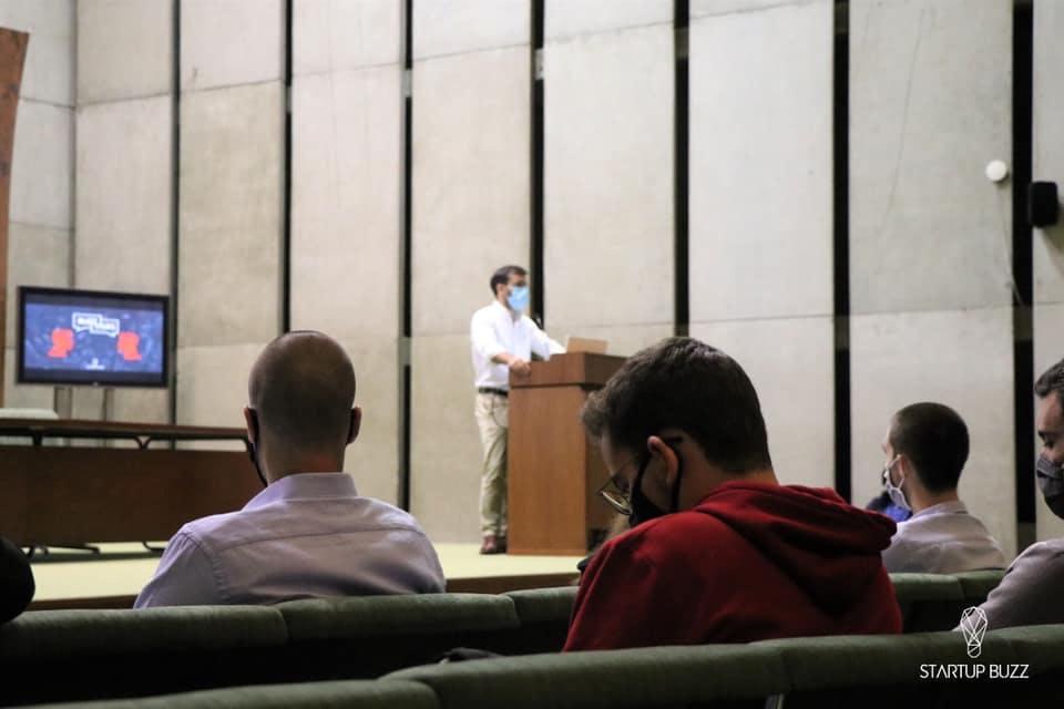 Nelson Novais speaking at Startup Buzz Event at FEP - Faculdade de Economia do Porto