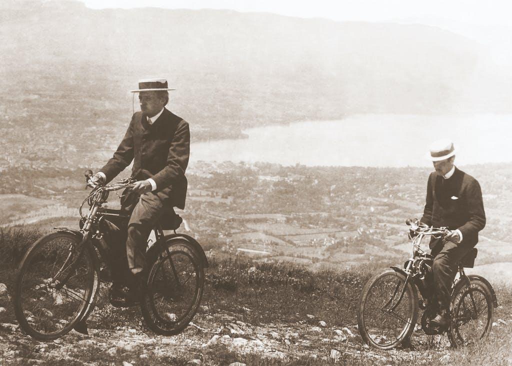 Henri et Armand Dufaux grimpant le Salève sur leur Motosacoche le 25 juin 1904