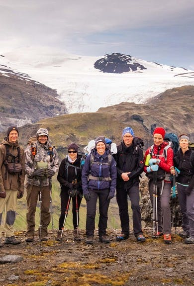 Group photo of hikers doing Lonsoraefi trek and a glacier in the background