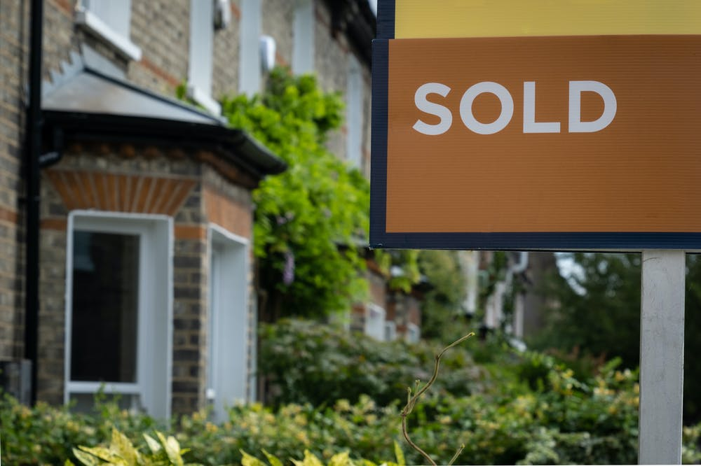 You should choose no sale, no fee estate agents