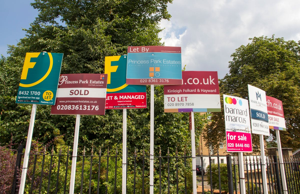 A confusing array of estate agent boards