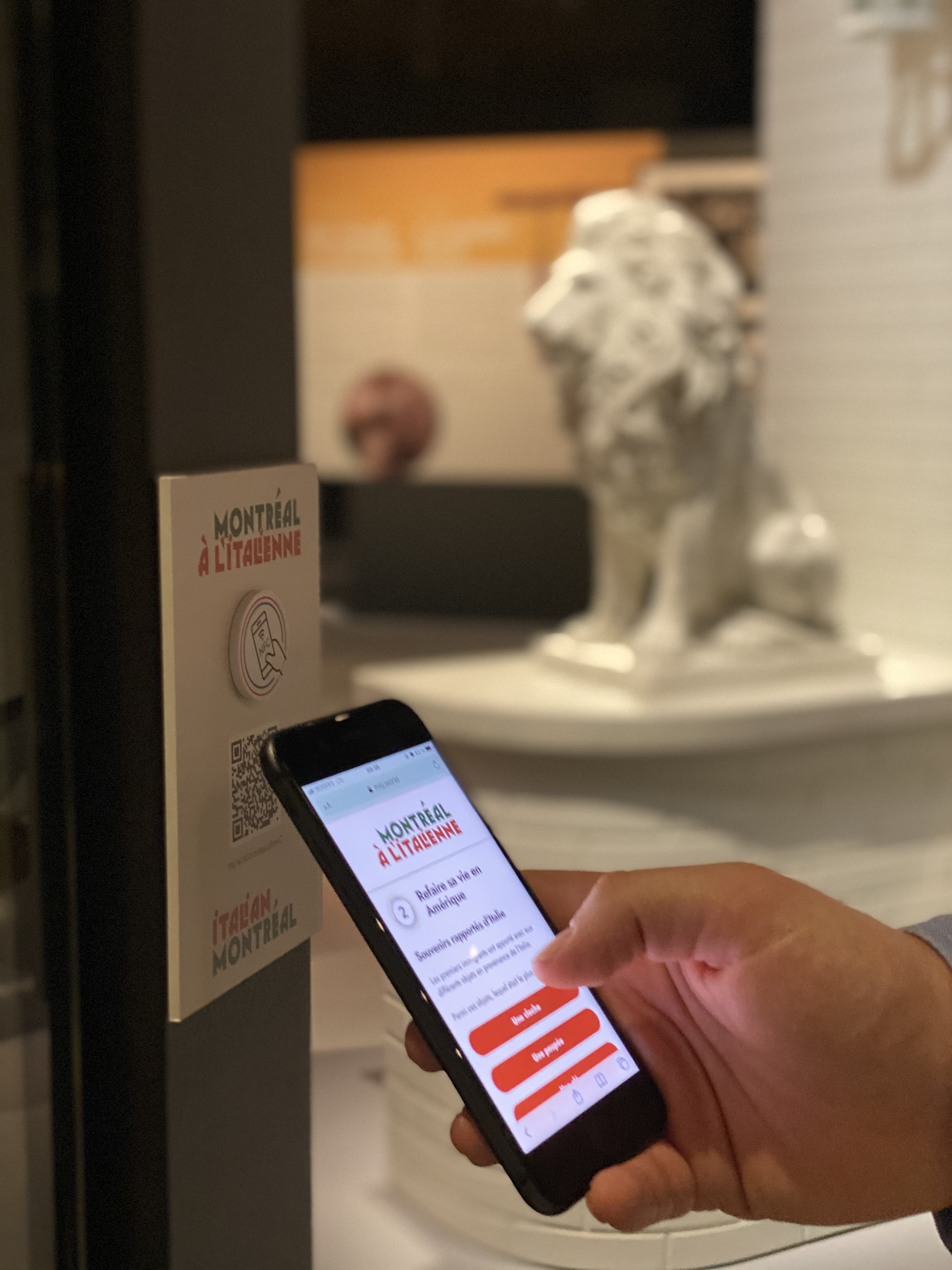 """A phone reads an NFC chip in the """"Italian Montreal"""" exhibition"""