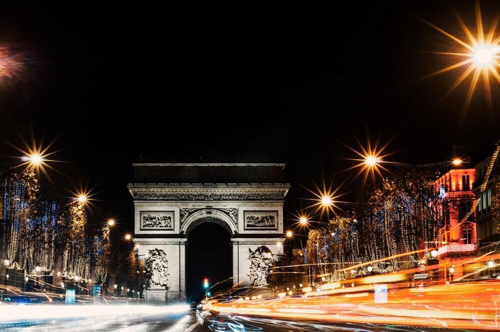 Flux passant sur les Champs Elysées