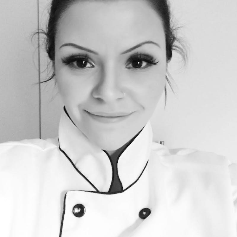 Chef Bruna Serta especialista em pães e doces veganos e sem glúten
