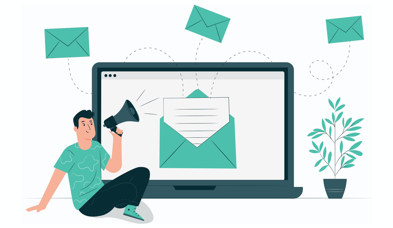 E-Mail als Marketing Methode. Briefe und E-Mails fliegen aus einem Laptop.
