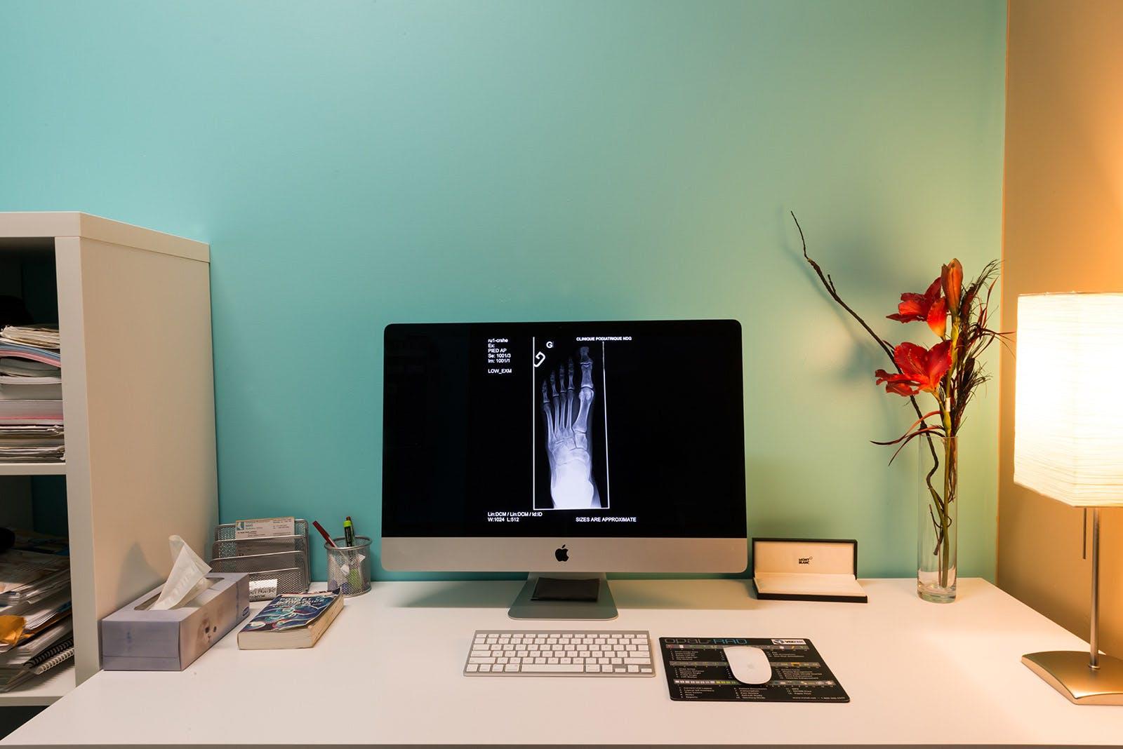 Computer displaying an X-Ray