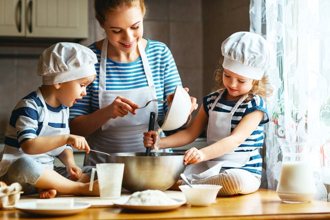 mother-baking-with-children