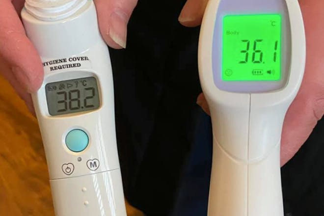 Two thermometers with different readings