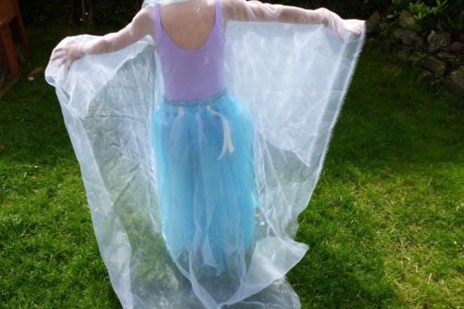 Make Elsa (or Ana) 's cape