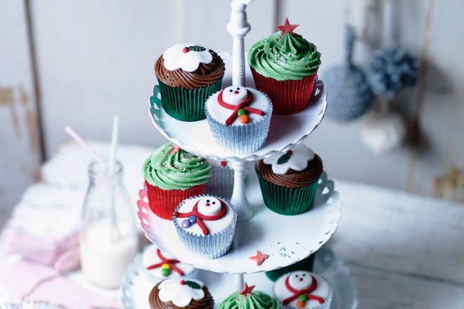 Brandy-butter cupcakes. Christmas cupcakes recipe with currants, brandy and brandy-butter icing.