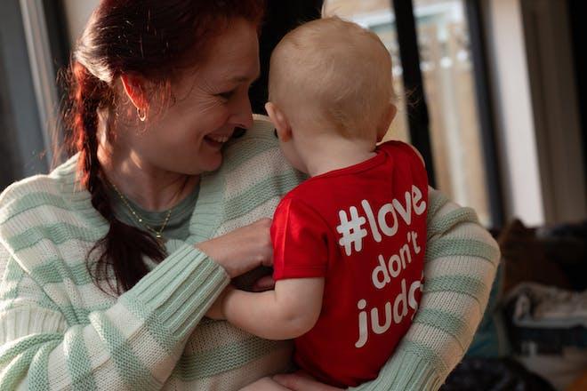 爱不评判运动-妈妈和孩子