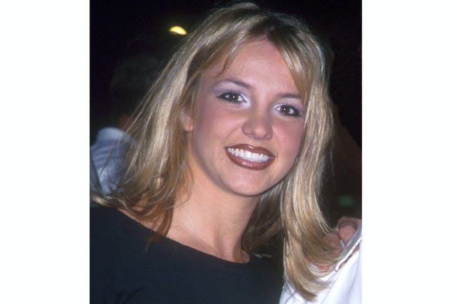 Britney spears in 1999 with brown lipstick, blue eyeliner, and white eyeshadow