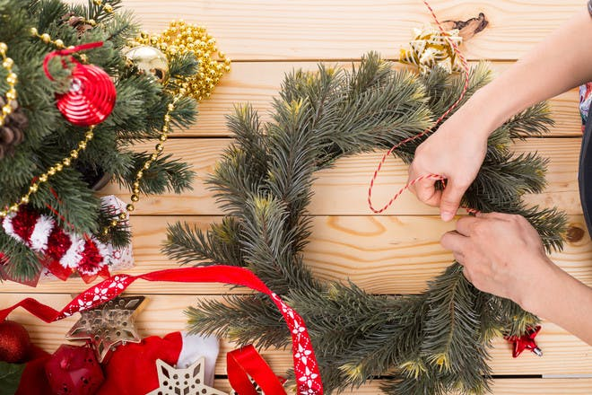 Easy DIY Christmas decorations for kids to make