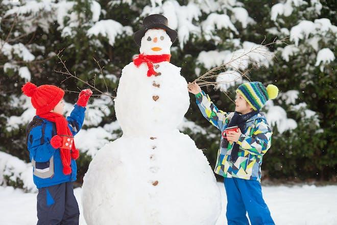 Kids making a snowman