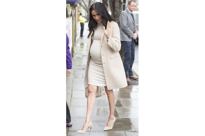 Meghan Markle pregnant in H&M dress