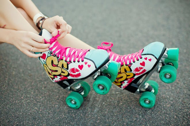 lacing up roller boots
