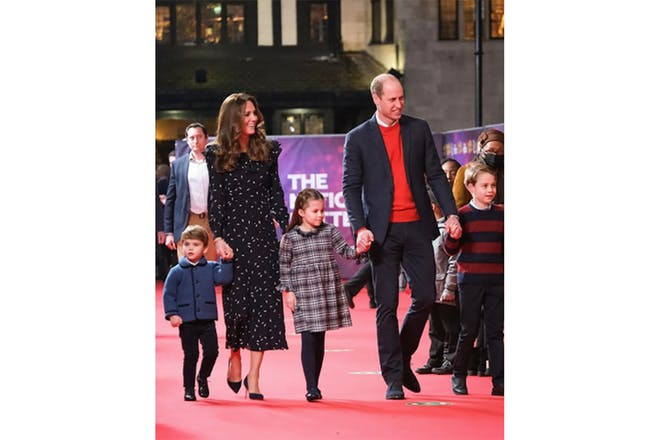 Prince Willliam and Kate attend a panto with their 3 children