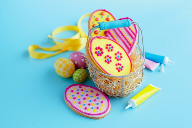 Easy Easter biscuits recipe. Egg-shaped Easter cookies